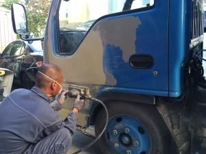 トラック板金修理1